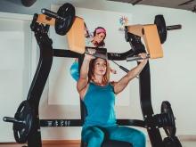 Тренажеры для женщин в спортзале